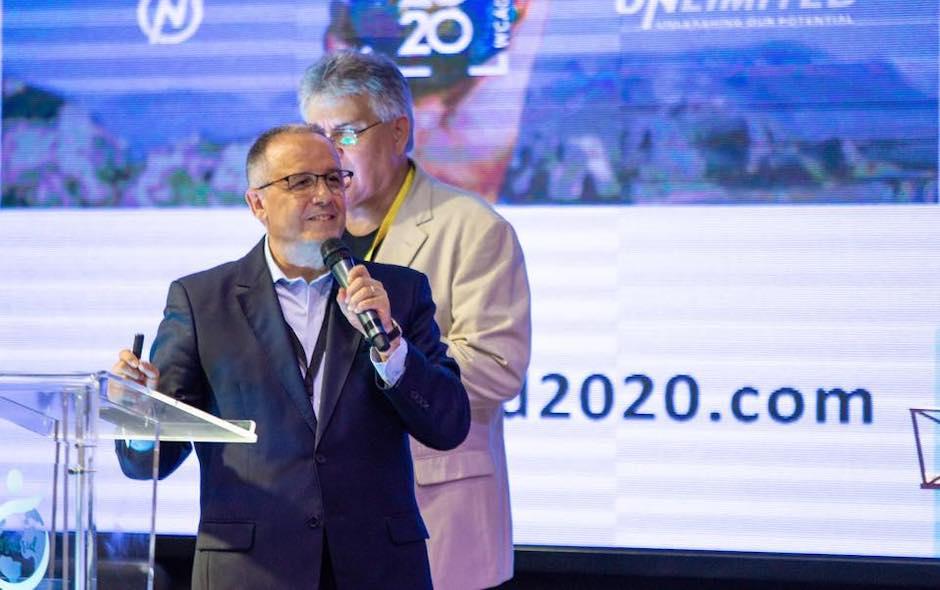 Juan Carlos Escobar, presentando el congreso Unlimited2020 en una actividad de FADE jóvenes. / Actualidad Evangélica,