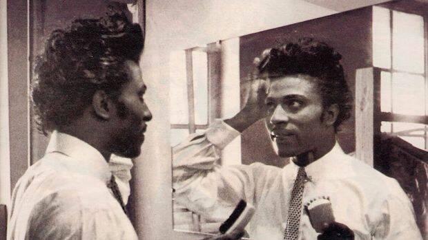 Little Richard se enfrenta no solo a la seducción del sexo y la droga, sino también el dinero y la fama.