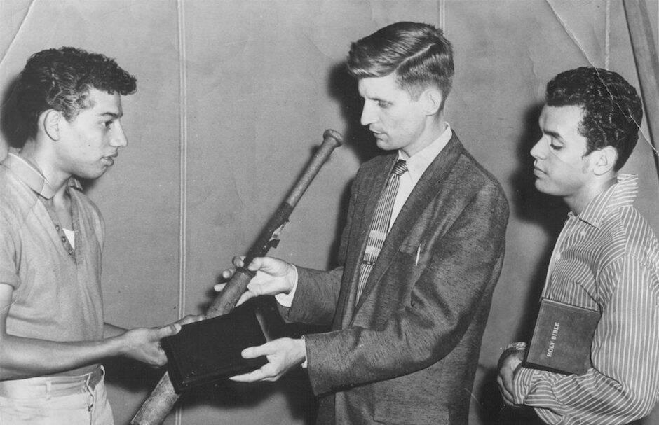 David Wilkerson y Nicky Cruz cuando ocurrieron los acontecimientos que cuenta La Cruz y el Puñal en los años 50.