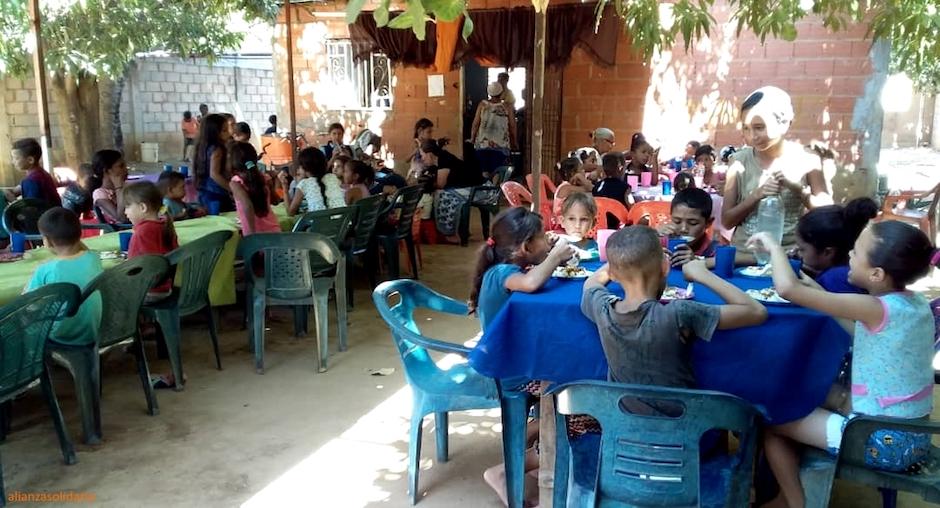 En un año, los comedores infantiles de Maracaibo gestionado por iglesias evangélicas locales y apoyados por Alianza Solidaria han atendido cinco días a la semana a 202 niños y niñas. / Alianza Solidaria,