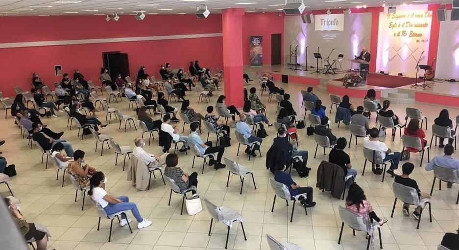 Primer culto después del confinamiento en la iglesia Sorgente di Vita, en Milán. / Facebook Sorgente di Vita,