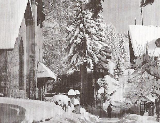 Schaeffer predico en una antigua capilla protestante suiza en Champéry, que estaba vacía cuando llegó en 1949.