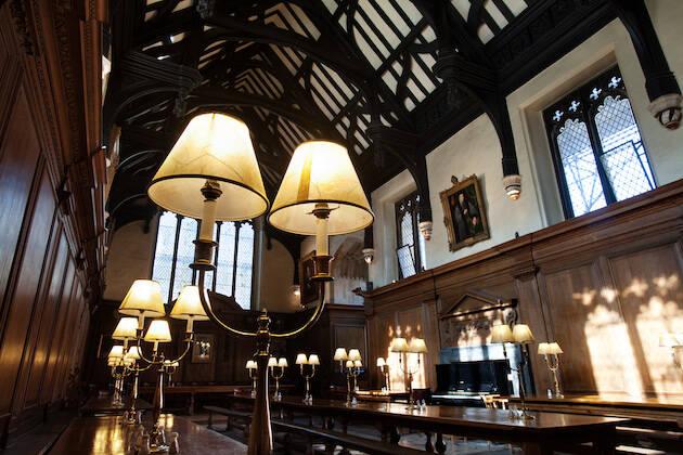 Packer hizo clásicas en el Corpus Christi College de Oxford durante la Segunda Guerra Mundial.