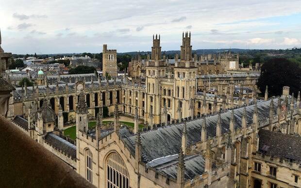 Packer encuentra el ambiente cristiano en Oxford irrespirable, por el elitismo que había incluso en el mundilllo evangélico.