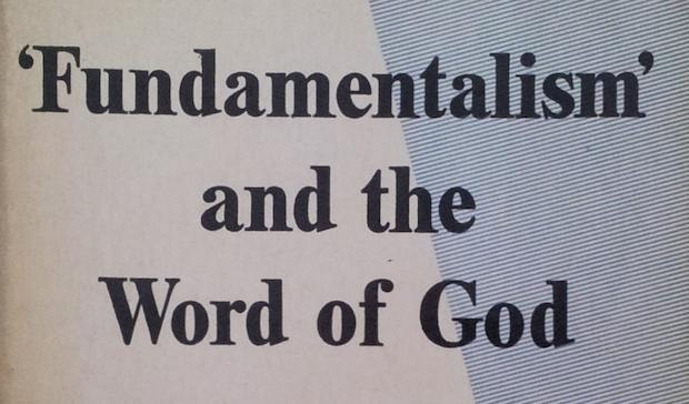 El primer libro de Packer en 1958 es una respuesta a la identificación que hace el anglo-católico Hebert del movimiento evangélico con el fundamentalismo.