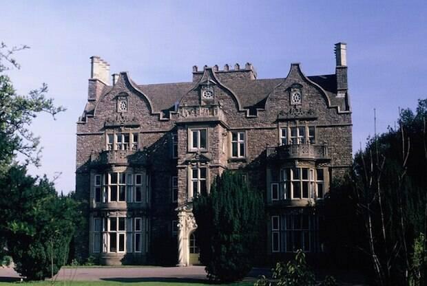 El centro donde ensena Packer en Bristol nace del Avivamiento del siglo XVIII, Tyndale Hall, reconocido como centro de formación anglicana en 1927.