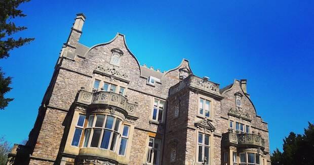 La batalla para unir las Facultades Teológicas de Tyndale y Clifton con el centro femenino de Dalton, para formar Trinity College, fue una agonía tal que Packer los consideraba los peores años de su vida.