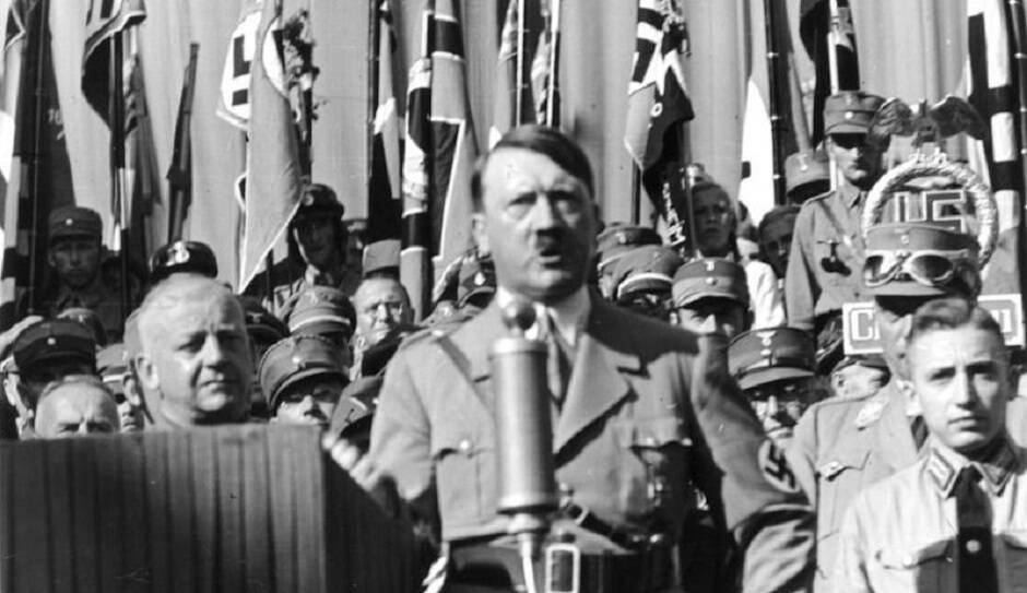 Discurso de Hitler en Rosenheim, en 1935. / Bundesarchiv, Wikimedia Commons,