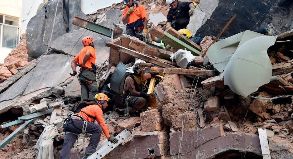Grupos de rescate trabajando entre las ruinas para encontrar a desaparecidos. / Twitter Noticias Miled,