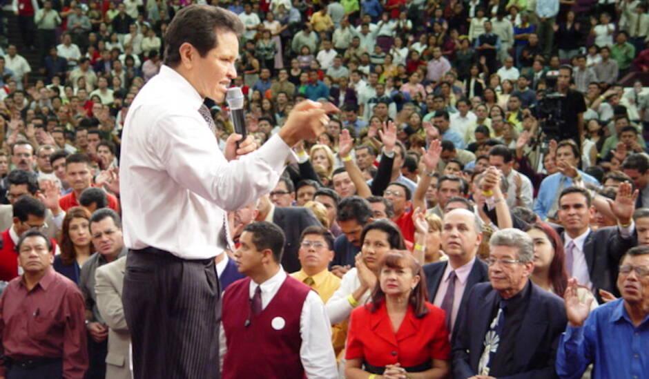Guillermo Maldonado, en una predicación en 2004. / MInisterio Cash Luna, Flickr (CC 2.0),