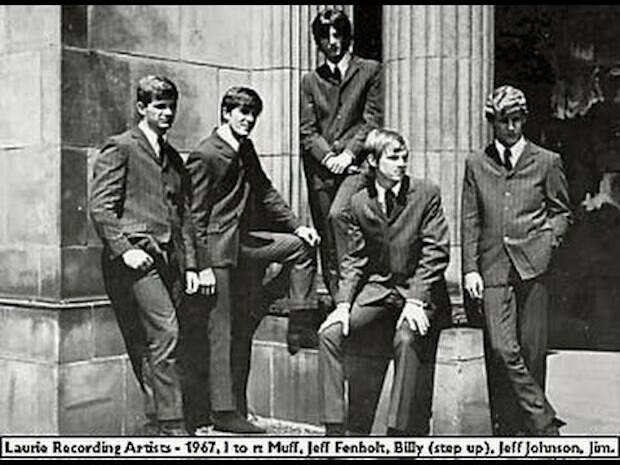 La banda con la que tuvo cierto éxito de adolescente, era un grupo de garaje llamado The Fifth Order.