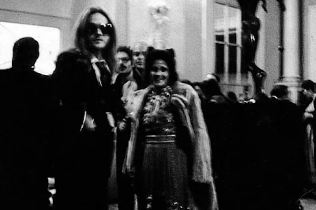 Fenholt vive con Gala Dalí en su castillo varios meses cada año, durante una década.