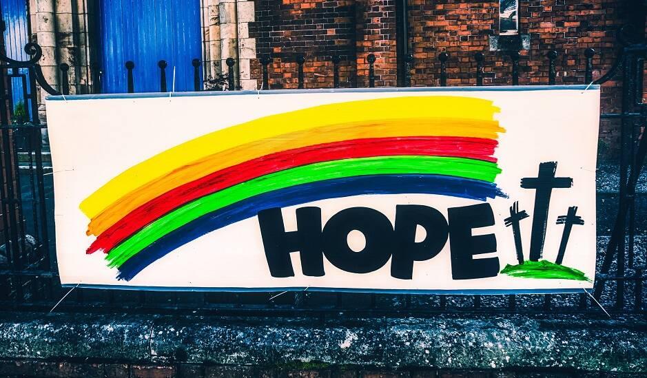 "Una iglesia en Belfast, Irlanda del Norte. / <a target=""_blank"" href=""https://unsplash.com/@kmitchhodge"">K Mitch Hodge</a>, Unsplash,"