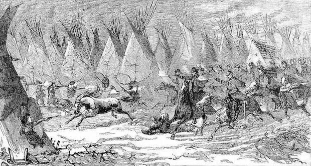 Aunque los Cheyenne izaron banderas blancas y estadounidenses, los soldados masacraron a ancianos, mujeres y niños, llevándose como como botín cabelleras de indios, fetos y genitales cortados.