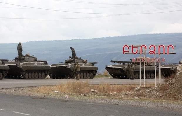 Cesan los enfrentamientos en Nagorno-Karabaj y se abre paso la incertidumbre