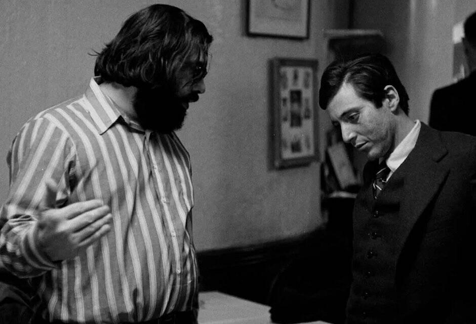 El joven Pacino tenía siempre los ojos clavados en el suelo, pero le da esa mirada oscura al personaje que lo convierte en una figura trágica.
