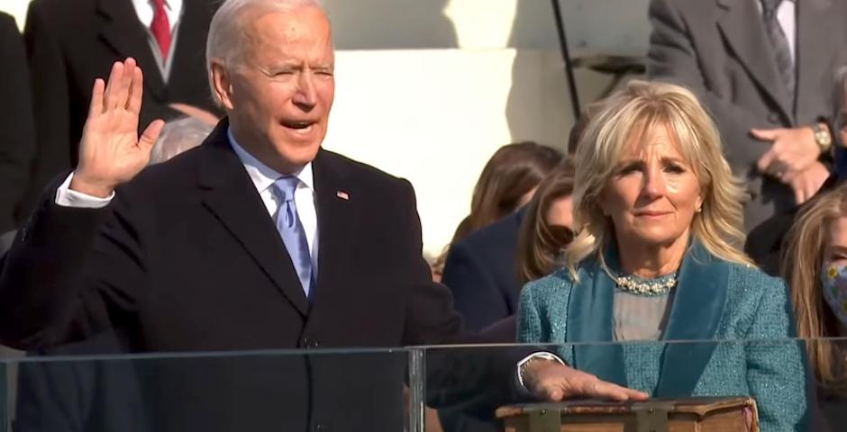 Biden jura sobre la Biblia su cargo como presidente de los Estados Unidos. / CNBC,