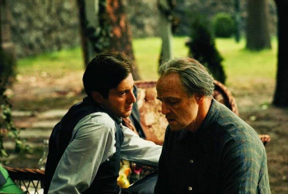 En la lenta deformación de Michael Corleone encontramos la misma siniestra capacidad de su padre Vito para pasar de la crueldad a la ternura sin el menor remordimiento.