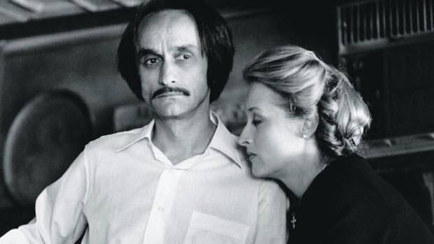 El actor que hace de Fredo estuvo unido, sentimentalmente, a Meryl Streep hasta morir de cáncer en 1978.