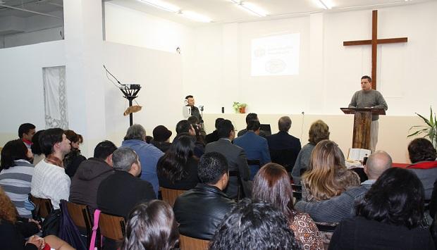 <p> Inauguraci&oacute;n de un local en Carabanchel, en diciembre de 2010. / IEMN</p> ,