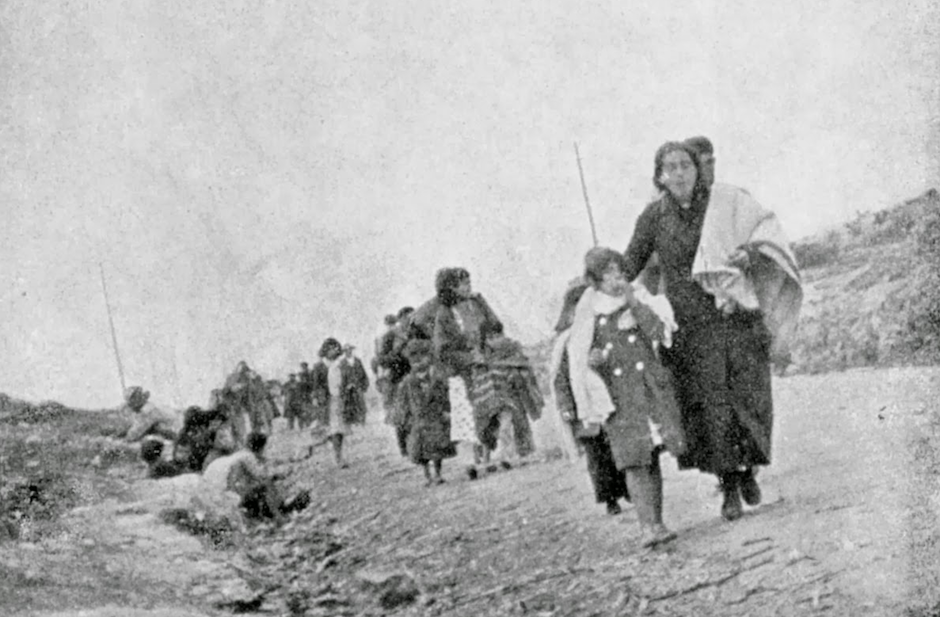 Un grupo de refugiados durante la desbandada, como se conoce la masacre de la carretera entre Málaga y Almería a manos de las tropas franquistas. / Wikimedia Commons,