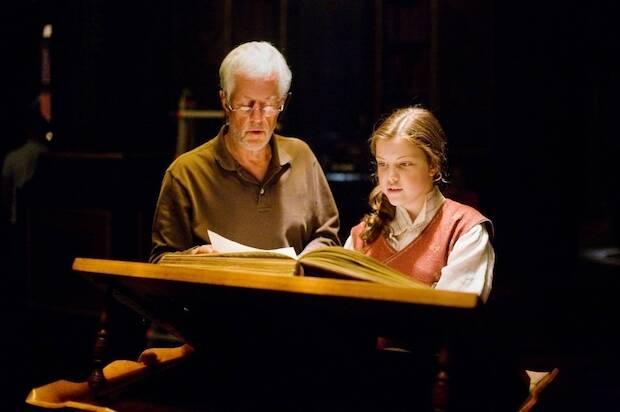 Walden produce también la serie de Narnia, para la que vuelve a contar con Apted.