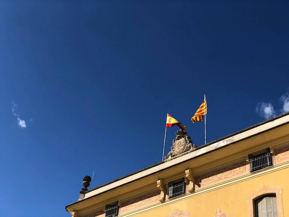 """A diferencia de otras campañas en Cataluña, el hecho religioso ha ganado algo de protagonismo. / <a target=""""_blank"""" href=""""https://unsplash.com/@igorcferreira?utm_source=unsplash&utm_medium=referral&utm_content=creditCopyText"""">Igor Ferreira</a>, Unsplash CC,"""