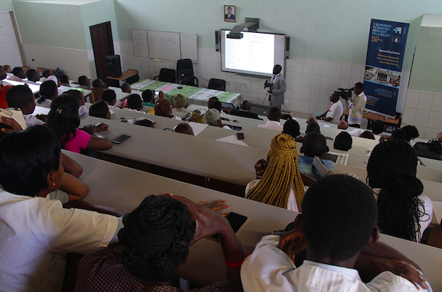 La formación especializada sanitaria en Guinea Ecuatorial avanza de la mano de una ONG evangélica