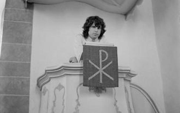 A Morrison le atraían los púlpitos, como este de una iglesia luterana en Frankfut, donde se subió en 1968.