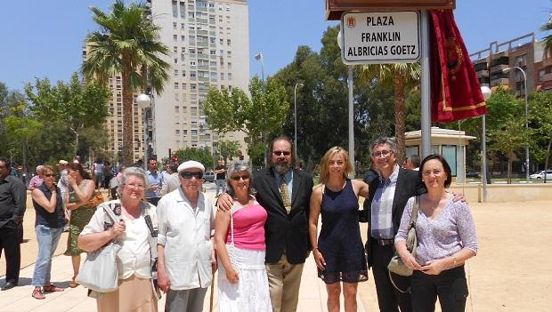 <p> La Alcaldesa de Alicante junto a los pastores Jos&eacute; Luis Castro (PIEBA), David Manzanas (IEE) y Francisco Manzanas (IEE) y esposas.</p> ,