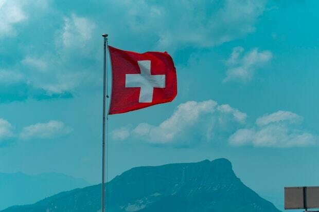 Proponen eliminar la mención a Dios de la Constitución suiza