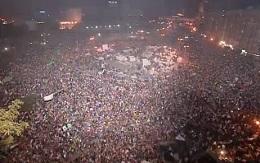 <p> La plaza Tahrir es una fiesta la noche del mi&eacute;rcoles, tras la ca&iacute;da de Morsi.</p> ,