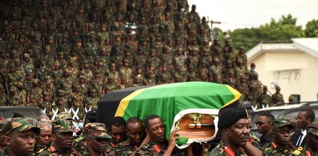 """""""Trabajó por los pobres"""" y """"resistió los dictados de Occidente"""": los evangélicos tanzanos despiden a Magufuli"""