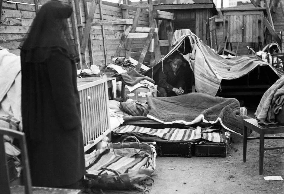 Al llegar a ser pastor de su iglesia en el centro de Londres, Stott se hizo vagabundo varios días, sin decirle nada a nadie.