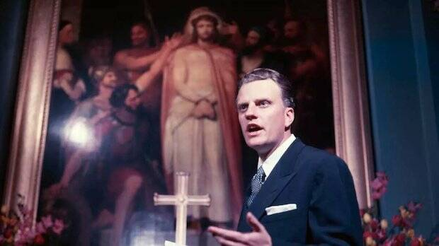 El culto que hizo en All Souls, lo recuerda en su libro Billy Graham como su primer contacto con el anglicanismo.