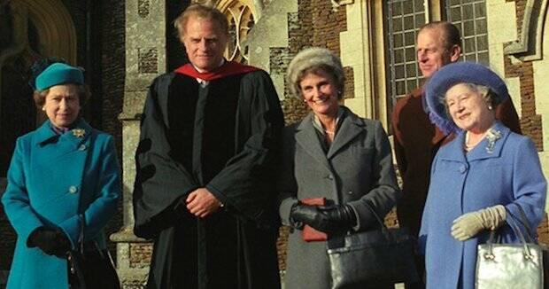 Grahan predicó a la Reina y los miembros de la familia real en Windsor, un domingo, como cuenta la serie 'The Crown'.