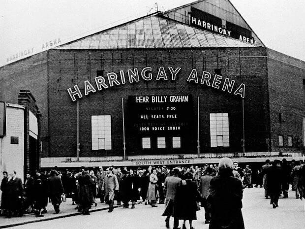 El auditorio que la Alianza encontró para las reuniones de la campaña de Billy Graham era la Arena de Harringay, propiedad de la Asociación de Carreras Greyhound.