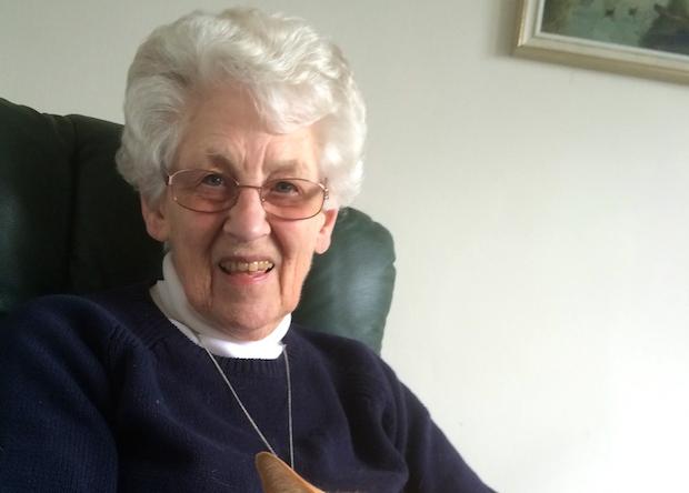 Frances Whitehead fue la persona más cercana a Stott, hasta el momento de su muerte, que estaba con él, el día de su partida en 2011, mientras le leían la Biblia y sonaba 'El Mesías' de Händel.