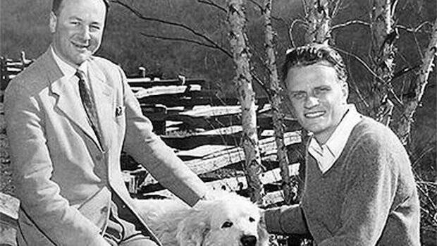 La única diferencia que ve Stott entre él y Billy Graham no está en su visión de la Escritura, sino en sus métodos de evangelismo.