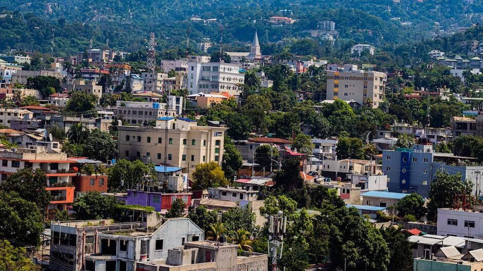 Imagen del sector de Pétionville, en Puerto Príncipe. / [link]Reynaldo Mirault[/link], Unsplash CC|#|
