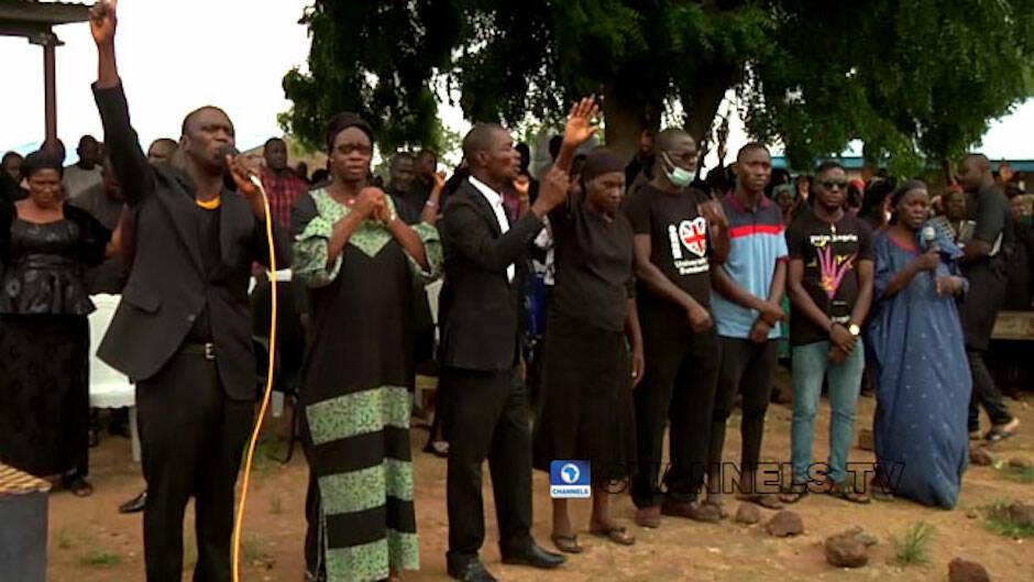 121 alumnos de las escuela de secundaria bautista Bethel permanecen todavía en paradero desconocido después de haber sido secuestrados por un grupo de hombres armados. / Channels TV, captura de pantalla de Youtube.|#|