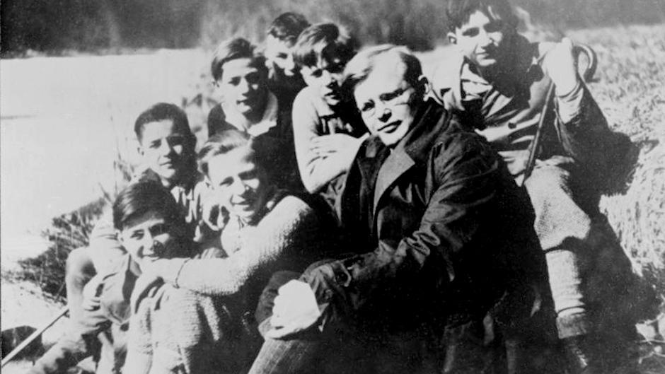Dietrich Bonhoeffer, con sus alumnos. / Bundesarchiv, Bild 183-R0211-316 / CC-BY-SA 3.0, Wikipedia,