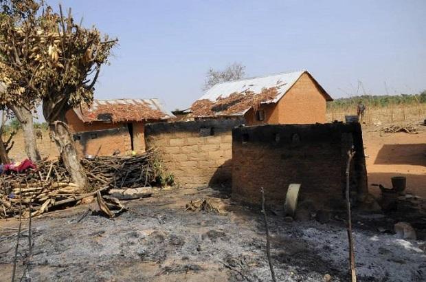 <p> Una casa arrasada por las llamas en el Estado de Plateau. /Imagen de archivo</p> ,