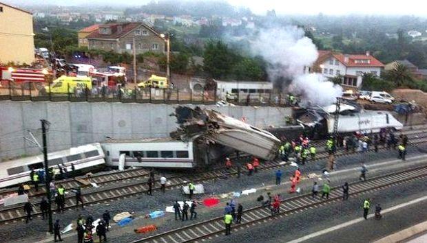 <p> Primeros momentos de atenci&oacute;n sanitaria, bomberos y Fuerzas de Seguridad tras el accidente</p> ,
