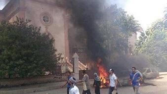 <p> Iglesia ardiendo en Suez, este mi&eacute;rcoles. / TheBigPharaoh, Twitter</p> ,