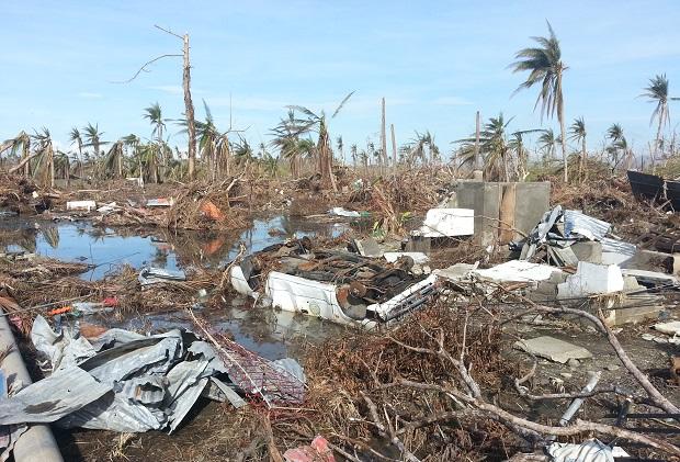 <p> Tacloban, en Filipinas, un mes despu&eacute;s del paso del tif&oacute;n. / D. Banyuls</p> ,