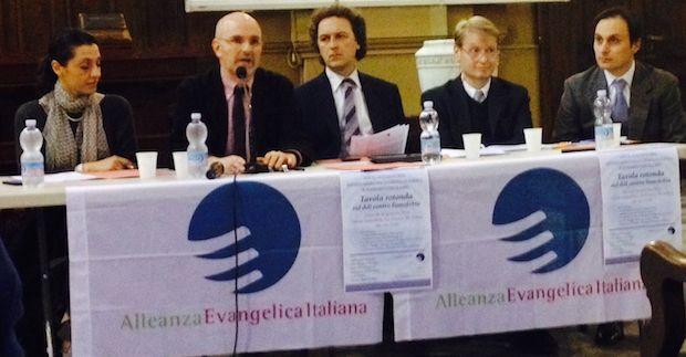 <p> Debate sobre ley de homofobia, organizado por la Alianza Evang&eacute;lica Italiana en Roma.</p> ,
