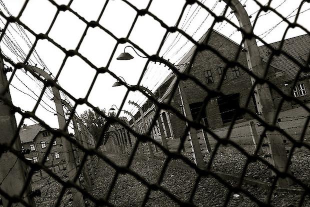 <p> Campo de concentraci&oacute;n en Auschwitz. / Simone Onofri, Flickr.</p> ,