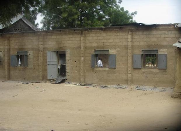 <p> La aldea de Wada Chakawa fue asaltada y quemada por extremistas. / El nuevo Herald</p> ,