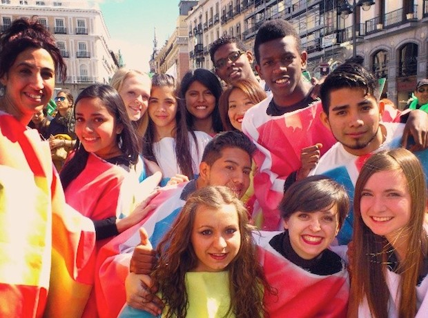 <p> Bailarines participantes de la marcha por la vida en Madrid.&nbsp;</p> ,